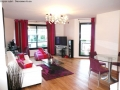 Nouvel appartement parisien, sejour contemporain fuchsia