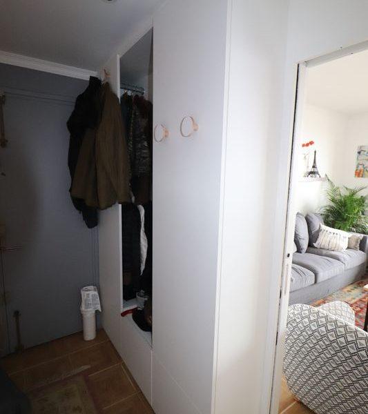 06-entree meuble vestiare sur mesure avec pateres.JPG