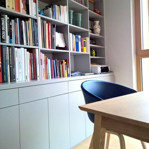08-Bibliothèque grise sur mesure.jpg