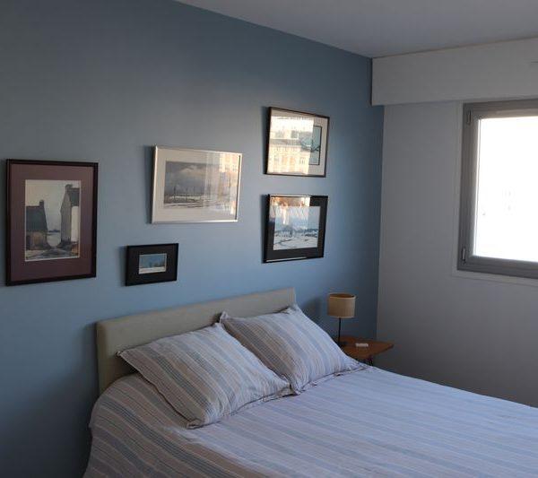 10-chambre amis mur bleu Tollens.JPG