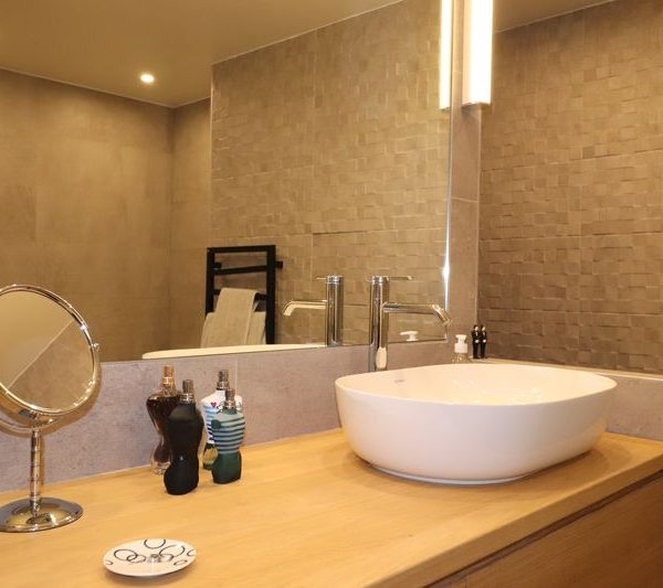 10-salel de bain meuble chene sur mesure.JPG