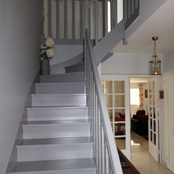 relooling de l'escalier tons gris